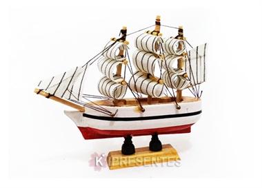 Picture of Miniatura  Barco de Madeira Branco e Vermelho