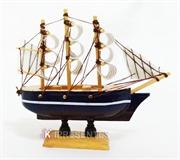 Picture of Miniatura  Barco de Madeira Azul Marrom